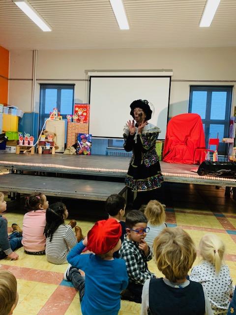 Dansen, zingen en springen voor Sinterklaas!
